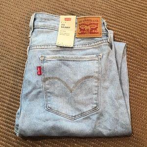 NWT Levi's 711 Women's Skinny Jeans!
